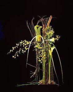 Floral Centerpieces, Floral Arrangements, Gregor Lersch, Arte Floral, Flower Decorations, Flower Designs, Flower Art, Dandelion, Sculptures