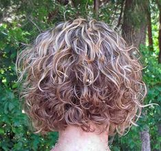 20  Short Layered Curly Haircuts | http://www.short-hairstyles.co/20-short-layered-curly-haircuts.html