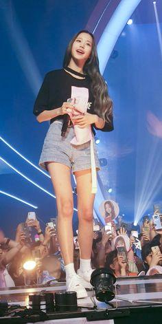 Korean Girl Fashion, Kpop Fashion, Fashion Outfits, Cute Korean Girl, Asian Girl, Yuri, Japanese Girl Group, Soyeon, Girl Body