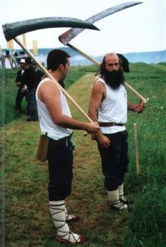 Basque mowing competitors with wooden whetstone sheath