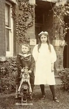 Found image. Children outside the house with a rocking horse. See Oakleaf comment below for more information about the rocking horse. Antique Photos, Vintage Photographs, Vintage Images, Old Photos, Edwardian Era, Edwardian Fashion, Victorian Era, Vintage Fashion, Black N White Images