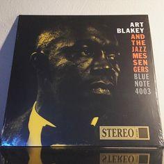 This is most excellent!!! The guru of hard bop never disappoints.  #nowplaying #nowspinning #ArtBlakey #ArtBlakeyandtheJazzMessengers #Moanin #vinyl #vinylgram #vinyladdict #vinyligclub #vinyljunkie #vinylcollection #record #recordcollector #recordcollection #lp #jazz #hardbop #drums #drummer #jazzdrummer #classicjazz #gangstashit # #BlueNote #BlueNoteRecords by manderjeanpants