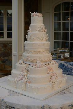 The cake - Hochzeitstorten - Gateau Wedding Cakes With Cupcakes, White Wedding Cakes, Elegant Wedding Cakes, Elegant Cakes, Cake Wedding, Extravagant Wedding Cakes, Beautiful Wedding Cakes, Gorgeous Cakes, Wedding Cake Prices