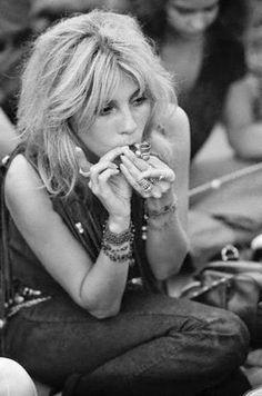 Sally Mann at Woodstock 1969 1969 Woodstock, Woodstock Hippies, Woodstock Festival, Woodstock Music, When Was Woodstock, Woodstock Concert, Mundo Hippie, Estilo Hippie, Pont Des Arts Paris