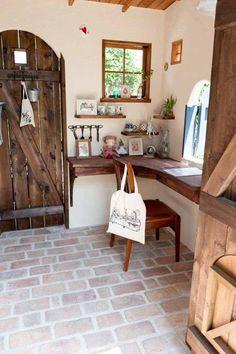 お孫さんの遊び場としての庭小屋の室内 Diy Interior, Office Interior Design, My Ideal Home, Tiny House Design, Rustic Design, Home Decor Inspiration, Home Kitchens, Sweet Home, Decoration