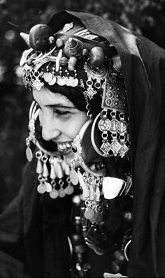 From a portfolio of prints by Jean Besancenot documenting the costumes and jewellery worn by the women in the Anti Atlas Middle Atlas and High Atlas region. African Tribes, African Women, We Are The World, People Around The World, 3d Foto, Tribal Jewelry, Women's Jewelry, Tribal Fusion, North Africa