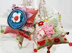 pretty little pincushions by Melissa Phillips