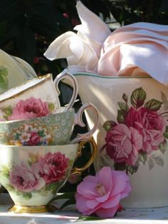 Shabby~but~Chic - Ana Rosa Vintage Dishes, Vintage China, Vintage Teacups, Antique China, Shabby Vintage, Vintage Glassware, Deco Rose, Teapots And Cups, China Tea Cups