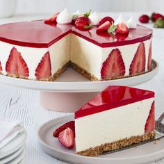 Cheesecake with vanilla and strawberry jelly recipe Best Cheesecake, Cheesecake Bites, Pumpkin Cheesecake, Cheesecake Recipes, Turtle Cheesecake, Classic Cheesecake, Chocolate Cheesecake, Fancy Desserts, Delicious Desserts