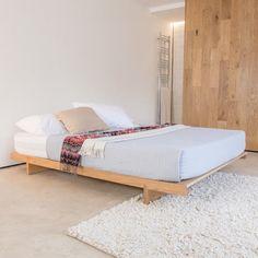 Low Fuji Attic Platform Wooden Bed Frame par Get Laid Beds Japanese Platform Bed, Platform Bed Frame, Wooden Bed Frames, Wood Beds, Minimalist Bedroom, Minimalist Design, Cama Tatami, Japanese Style Bed, Under Bed Storage Boxes