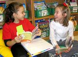 reading together - book DISCUSSIONS - book buddies - book partnerships - meeting, sharing, and talking about literature Partner Reading, Teaching Reading, Guided Reading, Teaching Ideas, Readers Notebook, Readers Workshop, Reading Buddies, Spelling Activities, Literature Circles