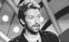 Hoje, 02 de março de 2016, nosso vocalista completa 39 anos! Confira algumas curiosidades sobre o cantor: Nome Completo: Christopher Anthony John Martin Nascimento: 2 de março de 1977, em Exeter, Devon, Inglaterra Signo: Peixes Estado Civil: Divorciado e tem 2 filhos – Apple e Moses Instrumento: Vocais, piano, guitarra, violão, bandolim, clarinete, harmónica. Chris Martin nasceu em Exeter, Devon e é o …