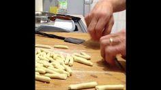 [2] Nonna preparara la pasta fatta a mano - YouTube
