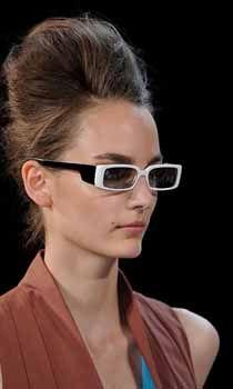 Descopera tendintele in materie de ochelari de soare pentru 2012 on http://www.fashionlife.ro