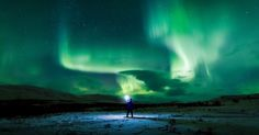Em suas fotos Goh também conseguiu capturar um fenômeno que pode ser confundido com a aurora boreal. Mas na verdade este brilho verde no ar é causado por várias reações químicas nas camadas mais altas da atmosfera terrestre