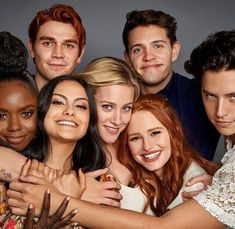 Riverdale Who do you stan? Whether it's or , or or perhaps just alone, there's something for everything in our super cool Riverdale case collection. Kj Apa Riverdale, Riverdale Netflix, Watch Riverdale, Riverdale Aesthetic, Riverdale Funny, Riverdale Memes, Cast Of Riverdale, Riverdale Kevin, Archie Comics