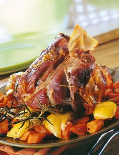 Jarret de veau au cumin et carottes au citron confit Recipe of veal shank with candied lemon and cumin carrots – Cuisine and French Wines Confit Recipes, Veal Recipes, Lemon Recipes, Easy Cooking, Cooking Recipes, Healthy Recipes, Salty Foods, Entrees, Beef