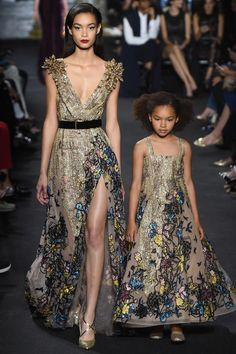 Elie Saab коллекция | Коллекции осень-зима 2016/2017 | Париж | VOGUE The little girl dress is so cute. It's like mother and daughter day.