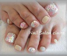 #nails #pedicure #holograms #pastel