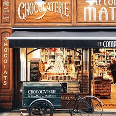 Every time is a good time for some chocolate in Paris Cool pic' @paris.with.me! #Parisjetaime #Paris #LeComptoirDeMathilde #sunday #chocolaterie #chocolat #chocolate #visitParis #photooftheday #picoftheday #travel #France #visitFrance #goodday