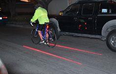 Xfire: Laserpointer im Fahrradrücklicht projizieren Radspur auf die Straße (Video) - Engadget German