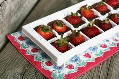 Chocolate-covered strawberries made in an ice cube tray. #Valentines #Chocolate - Repin to save!