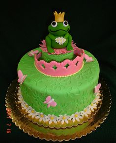 50 The Princess and the Frog Cake Design (Cake Idea) - October 2019 Frog Cakes, Prince Cake, Frog Princess, Baby Girl First Birthday, Birthday Cake Decorating, Cute Cakes, Creative Cakes, Themed Cakes, Birthday Cakes