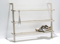 Fint og lett skostativ fra Side by Side Design (Schuhregal Gaston)