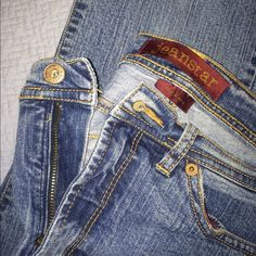 Jeanstar boot cut Jean Medium wash stretch Jean. Great used condition. Low rise, boot cut, regular length. No size tag but since these are mine I'm sure of the size. They are a 9 in juniors and will also fit a 6 in misses. Jeanstar Jeans Boot Cut