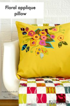 Floral Applique Pillow for Therm O Web / Modern Handcraft