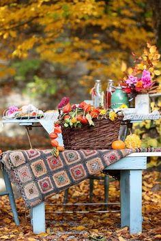 picnic anyone? Picnic bike Napkin With Flowers Great party ideas Fall picnic Fall Picnic, Picnic Time, Garden Picnic, Garden Table, Autumn Day, Autumn Leaves, Autumn Table, Hello Autumn, Autumn Summer