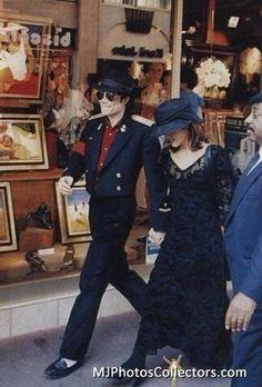 US pop star Michael Jackson and his wife Lisa Marie Presley visit a toy shop in Cannes - 3 September 1994 | Curiosities and Facts about Michael Jackson ღ by ⊰@carlamartinsmj⊱