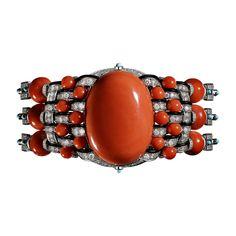 CARTIER Bracelet Haute Joaillerie Bracelet Corallin, platine, un corail ovale taille cabochon de 36,42 carats, douze boules corail pour 37,51 carats, boules corail, turquoises taille cabochon, onyx, diamants taille brillant.