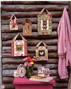 Marie Claire Idees - Cardboard frames covered in fabric; secured by fabric bands and buttons. Cardboard Frames, Old Fashioned Love, Shabby Chic Frames, Arts And Crafts, Diy Crafts, Inexpensive Home Decor, Hanging Frames, Diy Wall Art, Diy Projects To Try