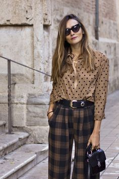 Ways To Style A Button-Down Shirt Plaid pants + dots button down shirt The post Ways To Style A Button-Down Shirt & All around 2 appeared first on Plaid pants . Work Fashion, Fashion Prints, Fashion Outfits, Fashion Tips, Woman Outfits, Fashionable Outfits, Dressy Outfits, Fashion Clothes, Stylish Outfits