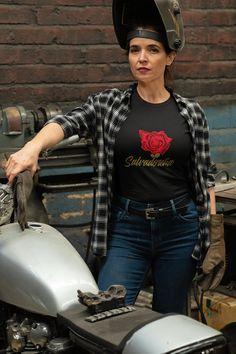 Salvadoreña con una Rosa By Estebancito Urban Style clothing | Etsy Kelly Green, Unisex Fashion, Urban Fashion, Urban Style Outfits, Fashion Outfits, Biker, Let Your Hair Down, T Rex, Mom Shirts