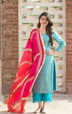 Elegant Outfit Ideas For Women To Celebrate Diwali In Style Patiala Suit Designs, Kurta Designs Women, Kurti Designs Party Wear, Dress Indian Style, Indian Dresses, Indian Outfits, Punjabi Suits Designer Boutique, Indian Designer Suits, Punjabi Fashion