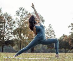 Der Jahreszeit entsprechend widmen wir uns diesmal dem Thema Detox und Erneuerung. Wie kann dich die Yogapraxis dabei unterstützen, den Körper zu entgiften? Welche Techniken helfen, um sich auch gedanklich zu befreien? Welche Möglichkeiten gibt es aus yogischer Sicht, um der Frühjahrsmüdigkeit entgegen zu wirken?  Katjas Unterricht ist kreativ und unkonventionell, freundlich und klar. Dynamisch kraftvolle Übungssequenzen wechseln sich mit ruhigen Bewegungsabläufen ab. Yin Yoga, Yoga Meditation, Hatha Yoga, Pilates, Trainer, Sporty, Freundlich, Style, Creative