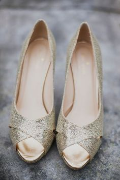 Kate Spade sparkly gold wedding shoes - so lovely! #wedding #shoes #bridalshoes #gold #goldwedding