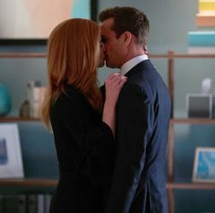Suits' Harvey and Donna Kiss in Season 7 Episode 10 - Sarah Rafferty Interview ~Cover Art Inspiration, Office Romance Harvey And Donna Kiss, Suits Harvey And Donna, Donna Suits, Suits Rachel, Sarah Rafferty, Serie Suits, Suits Series, Suits Show, Suits Tv Shows