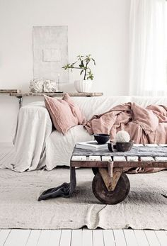 Top Romantic Industrial Decor Collections For Your Home Interior Decorating Decoration Inspiration, Interior Inspiration, Decor Ideas, Design Inspiration, Scandinavian Interior, Home Interior, Natural Interior, Interior Photo, Interior Pastel