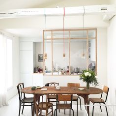 Wooden framed glass room divider in the kitchen of a Parisian apartment. Kitchen Dining, Kitchen Decor, Dining Table, Best Interior, Interior Design, Glass Room Divider, House Deck, Diy Home Decor, Room Decor
