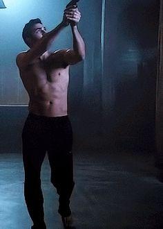 derek hale shirtless - Поиск в Google