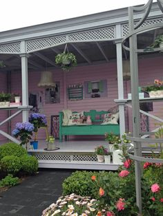 Prieel inrichting met een lounge bank en kleurrijke kussens prieeltjes pinterest verandas - Prieel tuin ...