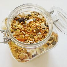 Having guests over always means catering for different diets likes and dislikes so I like to have plenty of choices for everyone  #Granola done. Toasted oats with coconut seeds nuts apricots raisons and brown rice flakes :) #breakfast #morning #foodstagramming #foodstagram #foodporn #diet #cleaneating  #lowcarb  #vegetarian  #fatloss #slimming #weightloss #losingweight #nutrition #fit #fitness #smarteating #healthy #healthychoices #healthylifestyle #hungry #feedme #inspiration #motivation by…