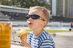 Instagram on hot ja pop. Riksu on Instassa hyvin elävänä – kaupunkilaisten, matkailijoiden, teatterin ja muutaman yksikkömme voimin. Mutta ollako Riihimäen kaupunkina mukana ja miten? (28.5.2015) Round Sunglasses, Hot, Instagram, Fashion, Moda, Round Frame Sunglasses, Fashion Styles, Fashion Illustrations
