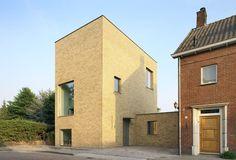 Thomas Bedaux of Bedaux de Brouwer Architecten designed this single family…