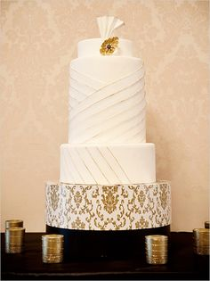 Old Hollywood-inspired wedding cake by Southern California based Superfine Bakery. (Photo: Krista Mason Photography)