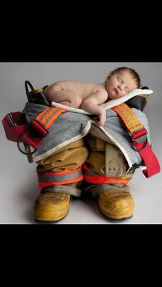 Fireman - Great newborn picture ideas in the future, I would like to do this with our new baby and Stephens Lineman equipment. Newborn Pictures, Maternity Pictures, Baby Pictures, Newborn Pics, Baby Shooting, Shooting Photo, Newborn Firefighter, Firefighter Boots, Firefighter Engagement