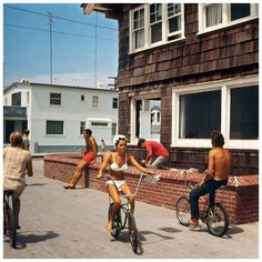 Recently, I stumbled upon a beautiful coffee table book of surfing photos by LeRoy Grannis. The book is called LeRoy Grannis : Surf Photo. Robert Crumb, Manhattan Beach, Look 80s, California Surf, Southern California, Venice California, Vintage California, Hermosa Beach, Vintage Surf